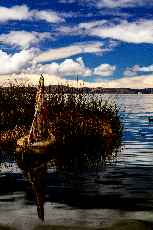Anclado en puerto Lago titicaca, Puno, Perú